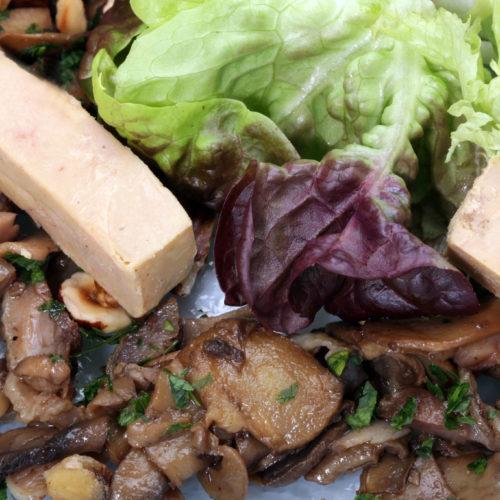 Salade de caille et bâtons de foie gras